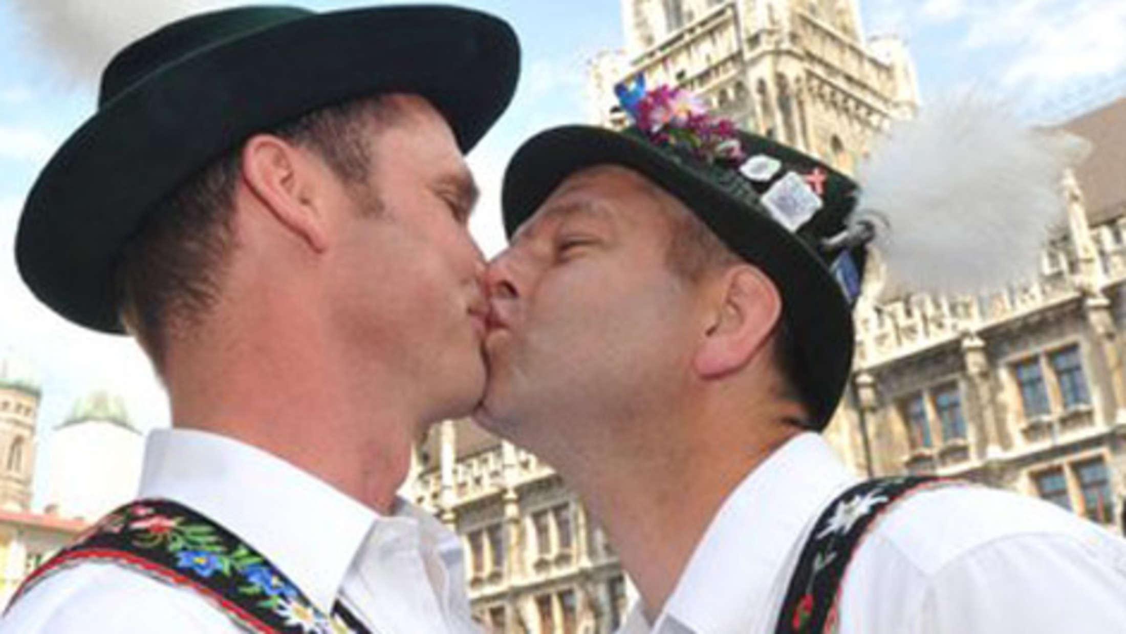 Erste Wiesn-Gay-Sause PINK PANTS am Stiglmaierplatz
