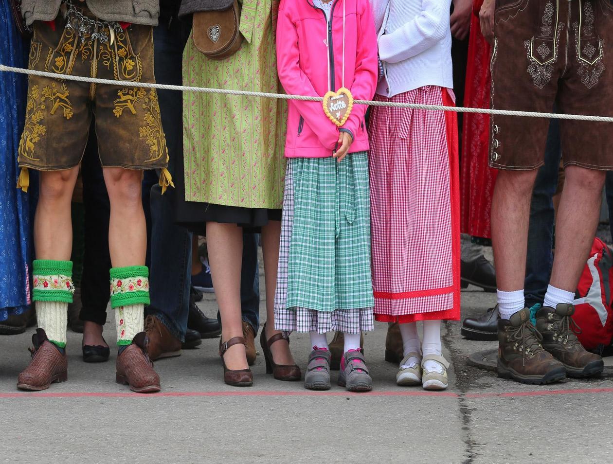 hot sale online d3266 d18ab Oktoberfest: Diese Schuhe trägt man zum Dirndl und zur ...